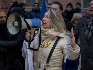 """""""Neočkovaný"""". Demonstranti, kteří včera prošli Prahou, se přirovnávali k Židům"""