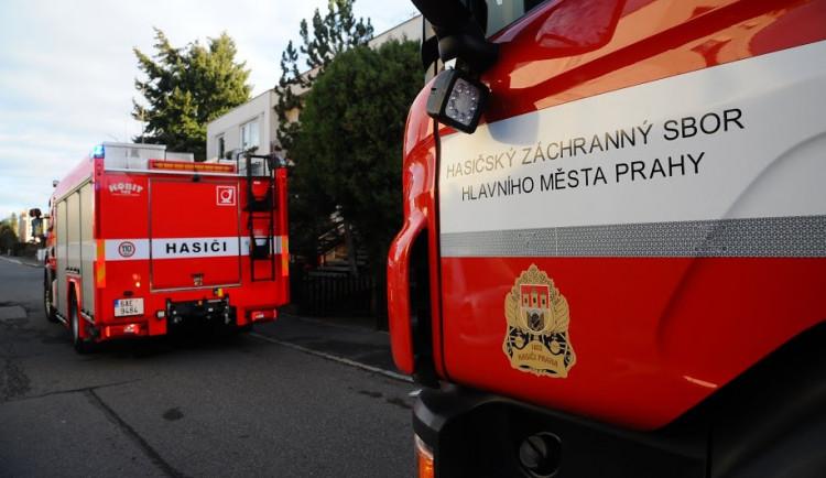 Při požáru rodinného domu v Praze byl nalezen mrtvý člověk
