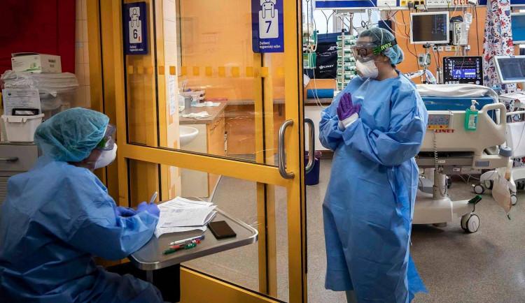 Pražské nemocnice hlásí nejvíce pacientů s koronavirem od začátku pandemie. Na Bulovce je hospitalizovaných 165 lidí