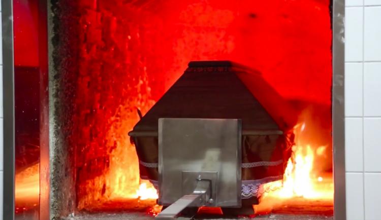 """""""Zákaz otevření rakve. Covid."""" Pražská krematoria zatím stíhají spalovat zemřelé"""