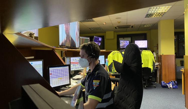 Pražští záchranáři budou místo telefonů komunikovat elektronicky. Příští rok i s nemocnicemi
