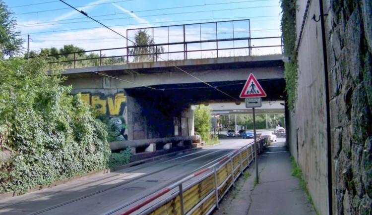 Kvůli opravě železničního koridoru bude až do konce ledna uzavřený podjezd v Průběžné ulici
