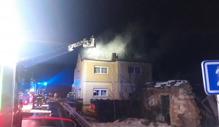 FOTO, VIDEO: V Praze hořel dům. Obyvatelé museli vyhledat náhradní ubytování