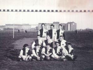 Proč červená a bílá s hvězdou postavenou na hrot? Fotbalová Slavia slaví 125 let od založení
