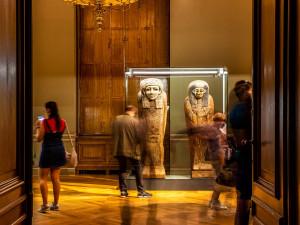 Sluneční králové budou v Praze až do června. Národní muzeum výstavu prodloužilo kvůli koronaviru