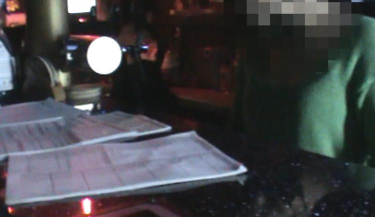 VIDEO: Strážníci v Praze 6 odhalili další otevřenou restauraci