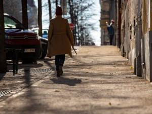 FOTO: Desítky pražských ulic dostaly nové povrchy. Praha vloni opravila 15 tisíc metrů chodníků