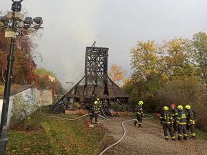 Nad vyhořelým kostelem sv. Michaela vznikne ochranná konstrukce. Na místě bude dva roky