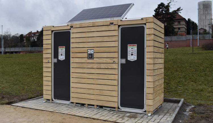 FOTO: V Praze 6 vznikly nové mobilní toalety. Lze na nich platit pomocí SMS i kartou