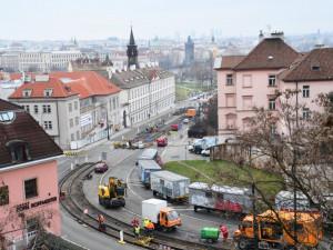 Dopravní podnik letos na jaře opraví tři kilometry tramvajových tratí. Vybudovat chce také novou smyčku