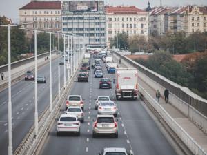 Platnost končících řidičských průkazů opět prodlouží. Tentokrát o deset měsíců