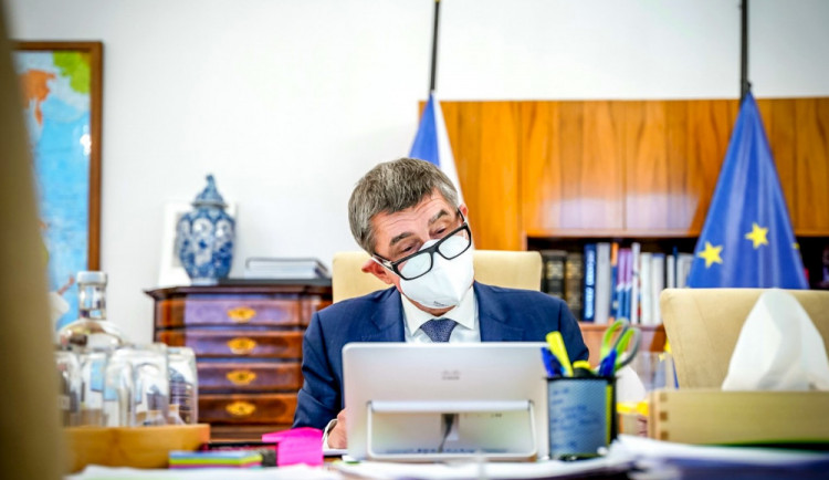 Hejtmani požádají vládu o nouzový stav. Měl by trvat další dva týdny