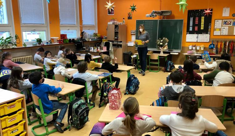 Pražští školáci se možná budou na covid testovat doma a pouze ze slin