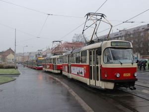 Pozor na úrazy! Ledovka dnes potrápí řidiče i chodce v Praze a Středočeském kraji