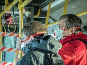 Praha dostala darem 90 tisíc respirátorů a roušek. Bude je rozdávat lidem v sociální nouzi