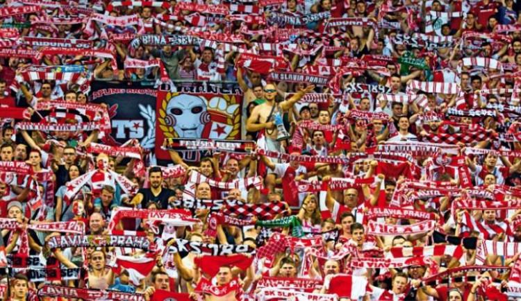 Konec fotbalu bez fanoušků? Na příští zápasy Slavie by mohly jít až tři tisícovky lidí