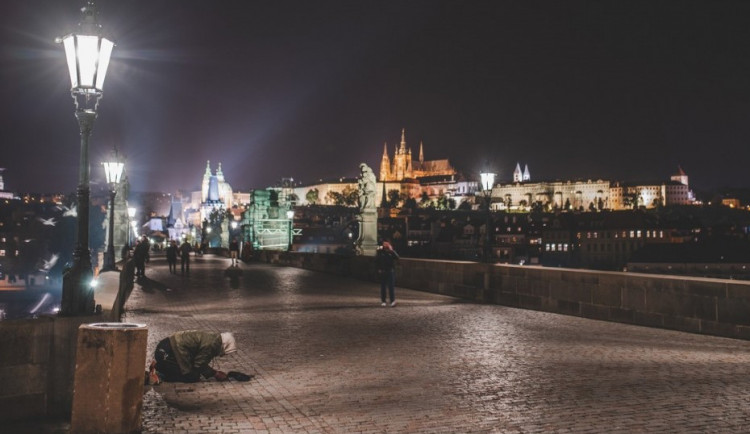 Zastupitelé odpovídají na otázku, zda Praha řeší dobře situaci lidí bez domova