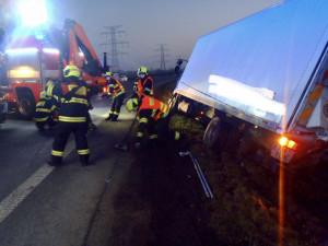 Dnešní srážka motorky s nákladním autem v Praze skončila tragicky