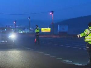 Pražští policisté kvůli omezení pohybu již od půlnoci kontrolují pohyb lidí mezi Prahou a Středočeským krajem