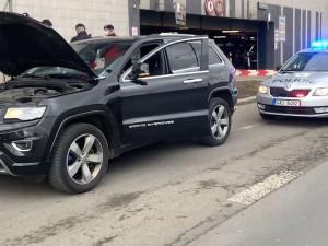 Policisté v Praze zastavili auto. Řidič byl pod vlivem opiátů, žena si vezla pervitin a heroin