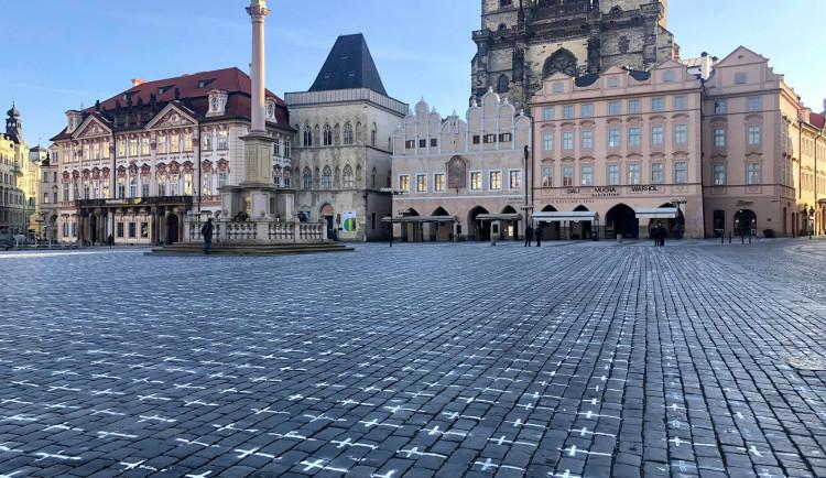 Na Staroměstském náměstí se objevilo přes 24 tisíc křížů. Jeden za každého, kdo zemřel s covidem