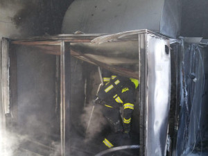 Na střeše hotelu Intercontinental hořela klimatizace. Hasiči požár rychle uhasili