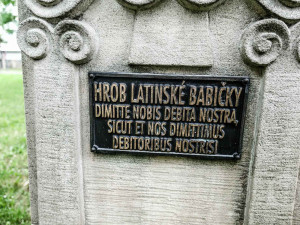 Studenti prosí o štěstí u hrobu Latinské babičky již od konce devatenáctého století. Jaký byl její příběh?