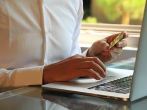 Podle statistiků kvůli pandemii skokově vzrostlo nakupování přes internet