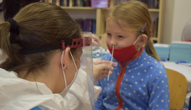 Hlavní město testuje žáky škol, které jsou vyhrazeny pro děti zdravotníků