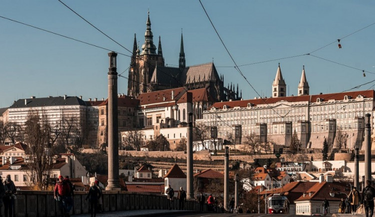 Plošné kontroly na Pražském hradě končí. V pátek budou zpřístupněny hradní zahrady
