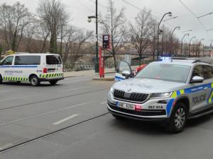 Nález minometného granátu ve Vltavě uzavřel Masarykovo nábřeží v Praze