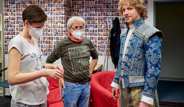 Pohádka Tajemství staré bambitky 2 má být v kinech v prosinci. Pandemie premiéru o rok posunula