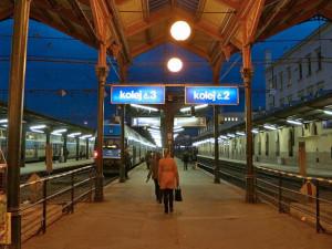 V Praze zemřeli dva muži po srážkách s vlaky. Obě úmrtí řeší policie