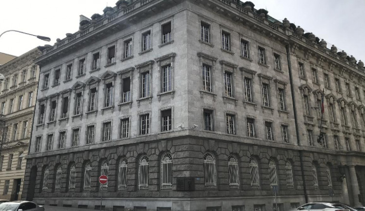 Místo s pohnutou historií, kde sídlilo gestapo. To je Petschkův palác v centru Prahy