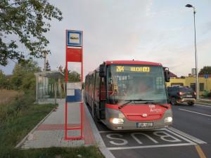 Od pondělí se obnoví provoz školních autobusů. Posílen bude také autobus do zoo