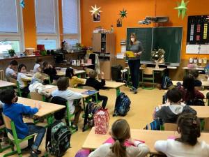 V pondělí se za přísných opatření otevřou školy i školky. Děti se budou testovat dvakrát týdně