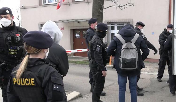 Policie odhalila na stavbě v Praze patnáct cizinců, kteří v Česku pobývali nelegálně