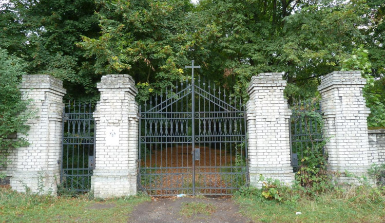 Hřbitov bláznů v Bohnicích se stane majetkem metropole. Spravovat ho bude Praha 8