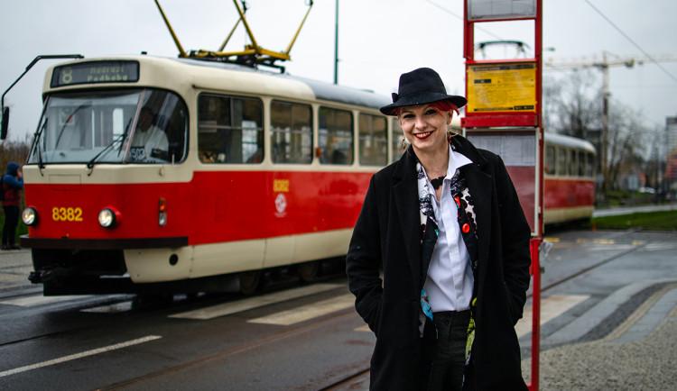 Praha je tramvajové město, říká pražská Tramvajačka Karolína z Instagramu