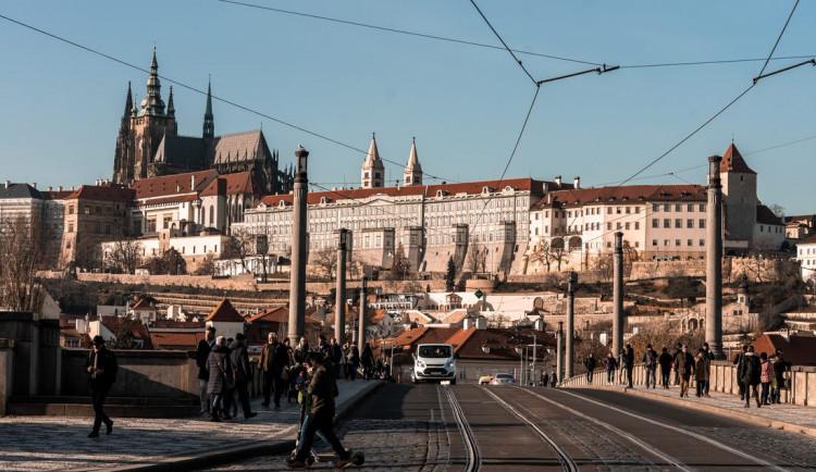 Praha plánuje letos investovat do cyklodopravy stovky milionů. Pod Mánesovým mostem má vzniknout podjezd