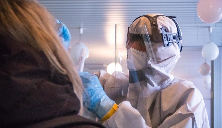 V sobotu bylo 1159 nakažených koronavirem. Nejmenší sobotní přírůstek od začátku září