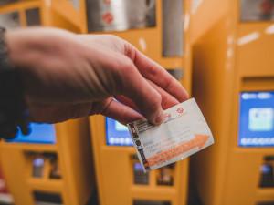 Jízdné v Praze bude dražší. Od srpna si připlatíme za jednotlivé i SMS jízdenky, roční se nezmění