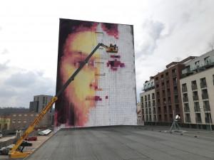 V Holešovicích vzniká obří nástěnná malba z barev, které čistí vzduch