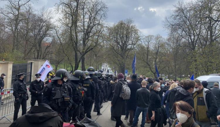 Je v pořádku zmenšit území ruské ambasády v Praze? Odpovídají zastupitelé