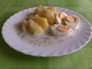 Jídelny pražských škol musejí nabízet vejce od slepic z bezklecových chovů