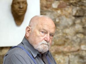 Vytvořil posmrtnou masku Jana Palacha i Pomník obětem komunismu. Olbram Zoubek by oslavil 95 let