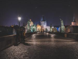 Praha dnes symbolicky na Den Země nerozsvítí 50 památek. Upozorní na problém světelného smogu