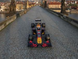Formule při natáčení zaneřádila místa v Praze. Vojenská policie dělala kompars zdarma