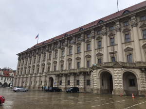 Černínský palác je místem nevyjasněného úmrtí Jana Masaryka i sídlem ministerstva zahraničních věcí