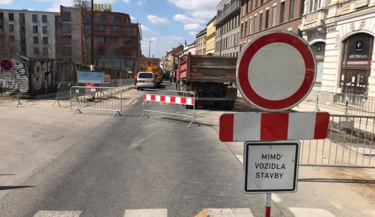 Koněvova ulice na Žižkově je ode dneška uzavřena. Omezení potrvá do července